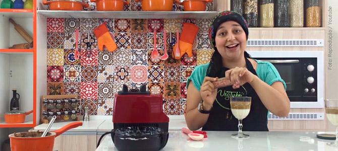 Taça de baunilha com caramelo é uma sobremesa vegana e você aprende a fazer no canal VegTube