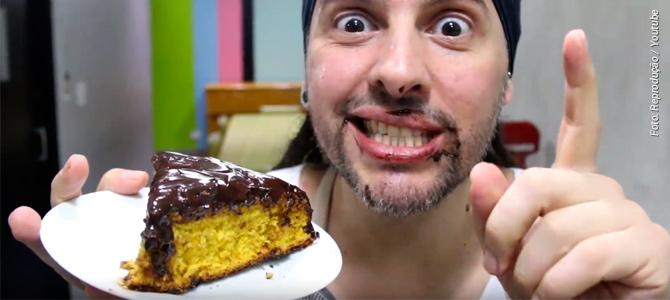 Aprenda a fazer bolo de cenoura com cobertura de chocolate sem usar ovos, livre de crueldade